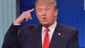 Trump peger mod sit hoved
